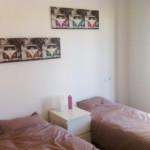 Onze slaapkamer met twee éénpersoonsbedden